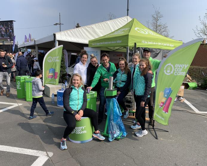 Every Can Counts Benelux op de afspraak bij de Vlaamse wieler-klassieker Gent-Wevelgem met een oproep aan allen: recycle elk blikje!